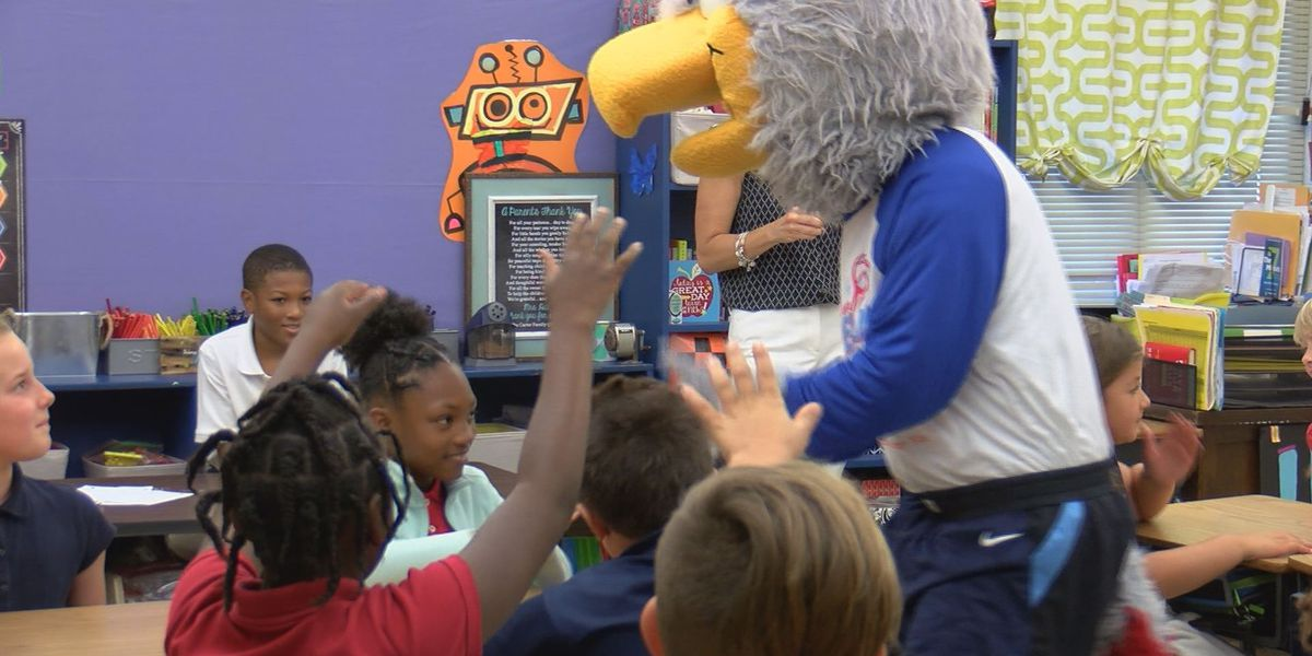 Atlanta Dream mascot visits young, women athletes