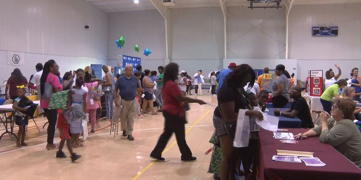 Hundreds show up for Tifton school supply giveaway