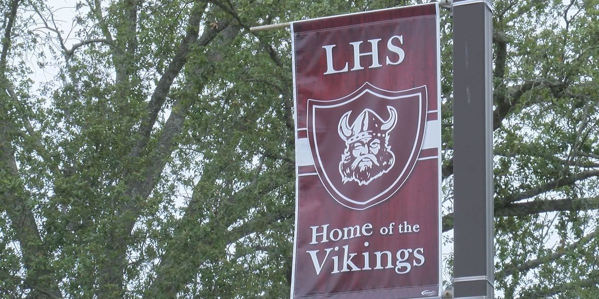 Lowndes High exceeds state average graduation rate