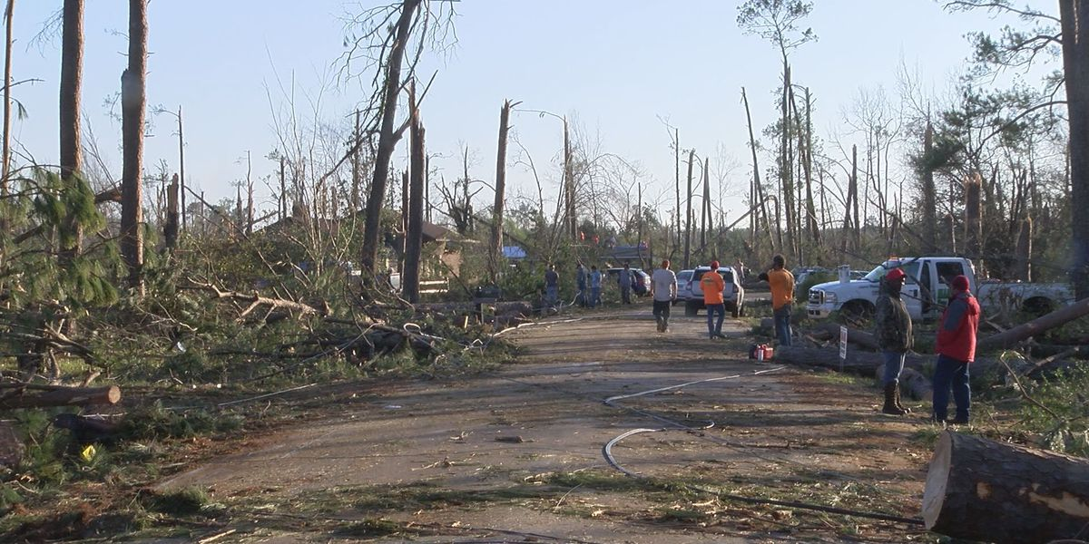 Skywater Boulevard residents return to damaged homes