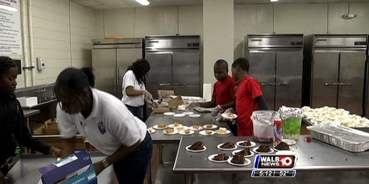 APD offers 4th annual Thanksgiving Feast