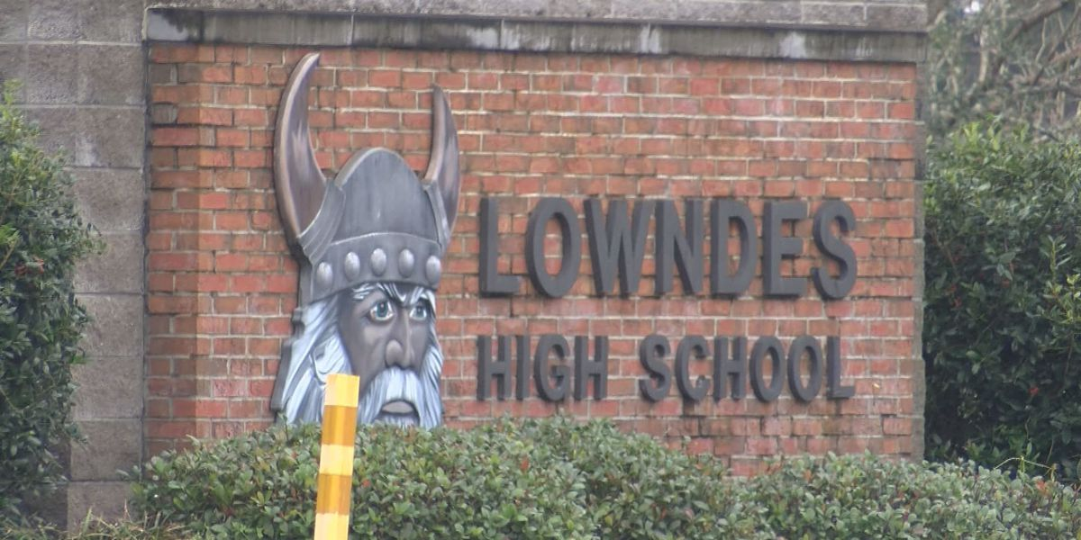 Lowndes student arrested with gun, knives at school