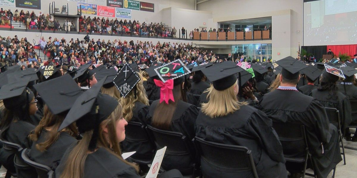Darton College holds final graduation commencement