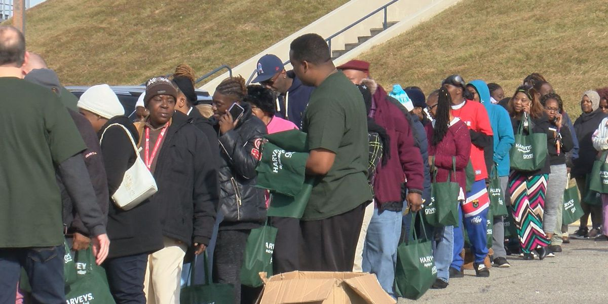 Christmas comes early for hundreds in Albany