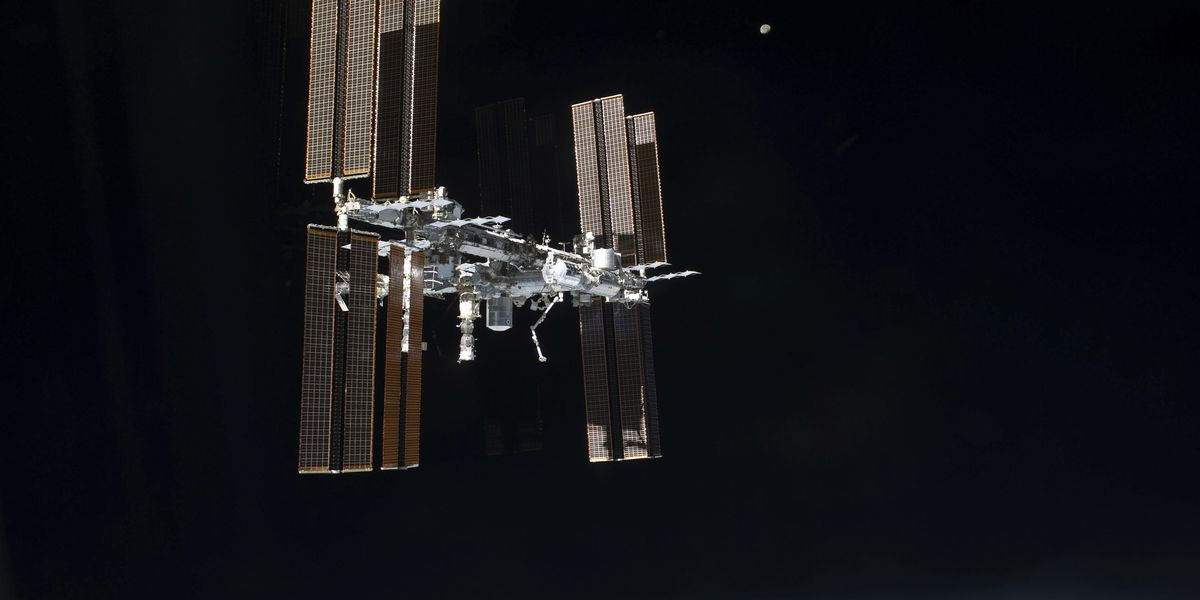 Space station air leak forces middle-of-night crew wakeup