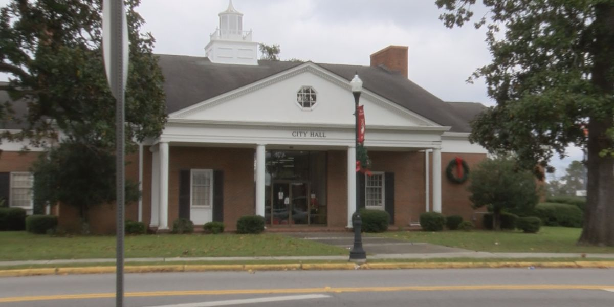 Pelham leaders phasing out police patches with Confederate flag after complaints