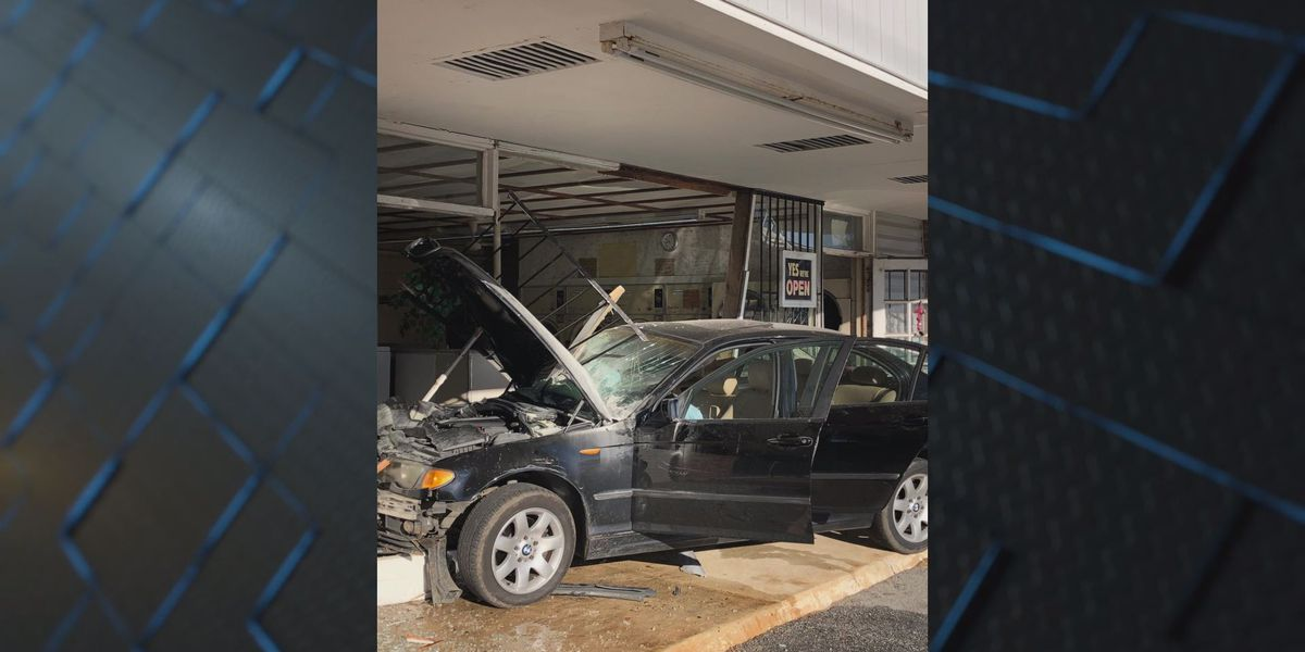 Car crashes into Hazel's Laundry on S. Mock Road