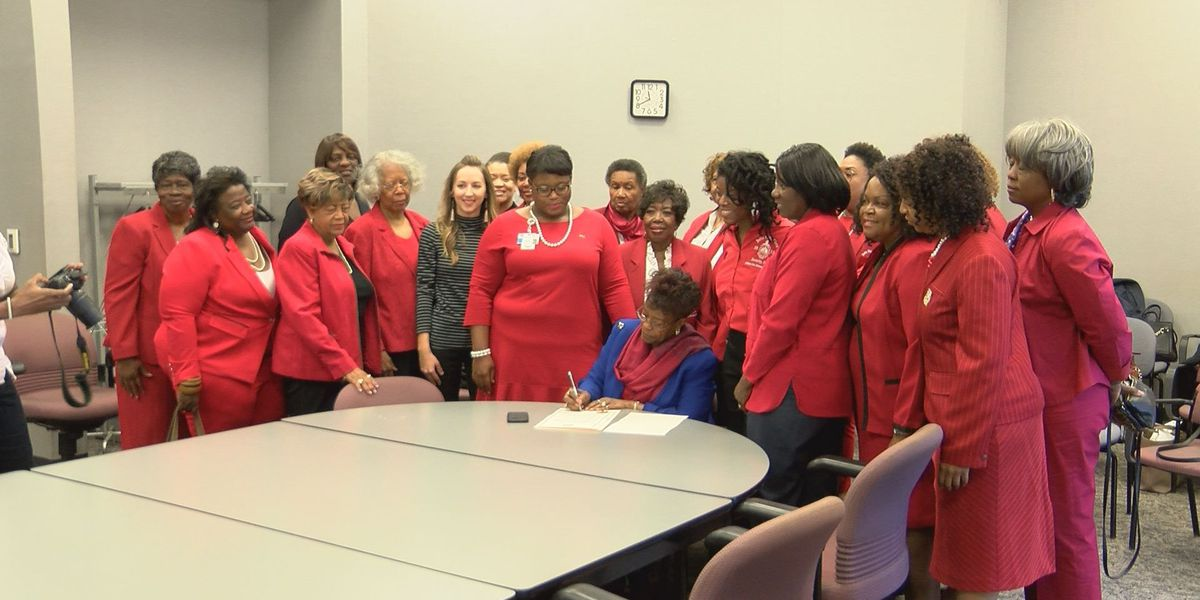 Mayor signs 'World Aids Day' proclamation