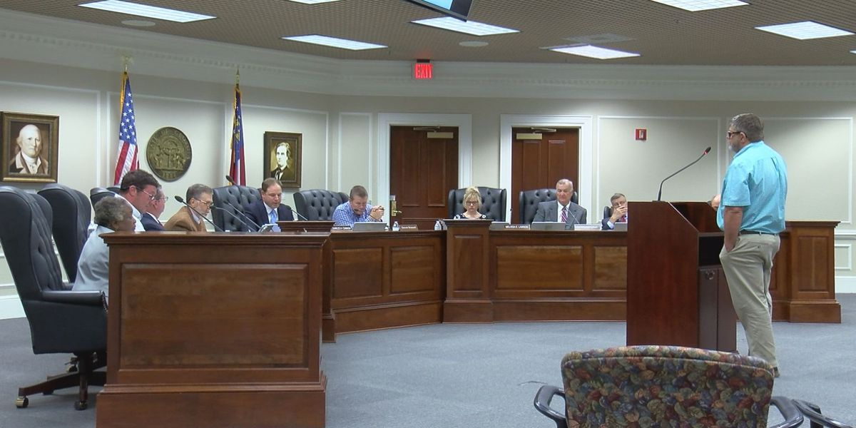 Colquitt Co. residents voice concerns with dirt roads