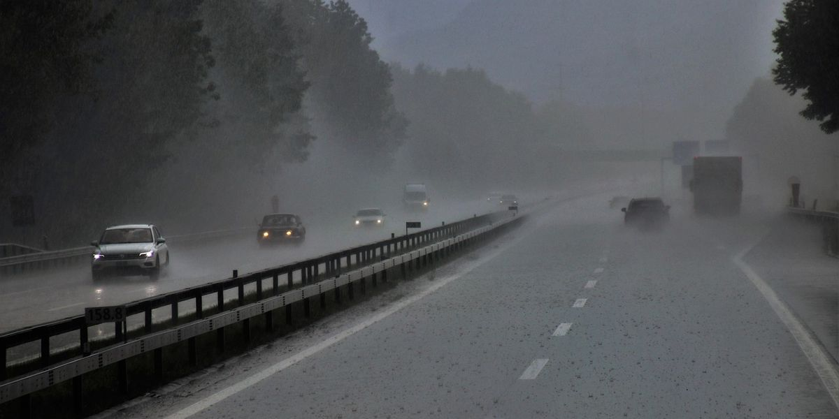 How to keep yourself safe during rainy weather on the roads