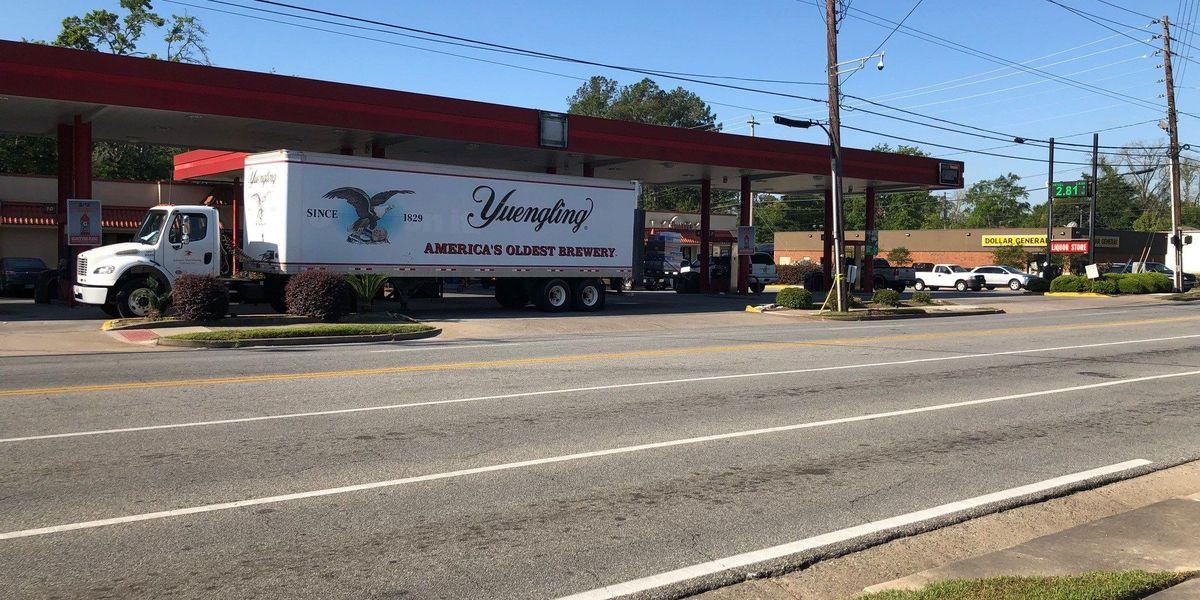 Valdosta police investigate armed robbery at Phillips 66
