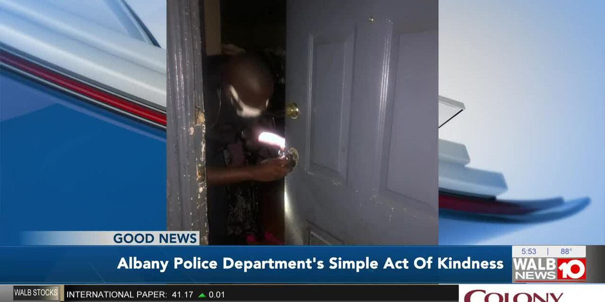 Good News: APD does 'simple act of kindness' for woman