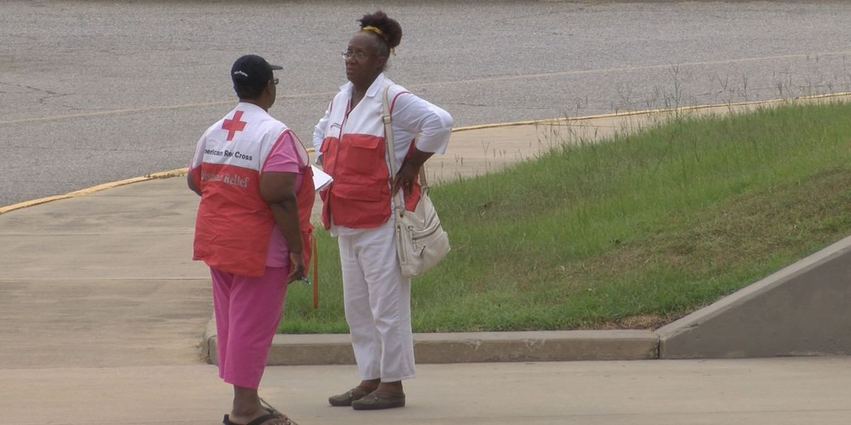 Evacuees begin to fill Albany Red Cross Shelter