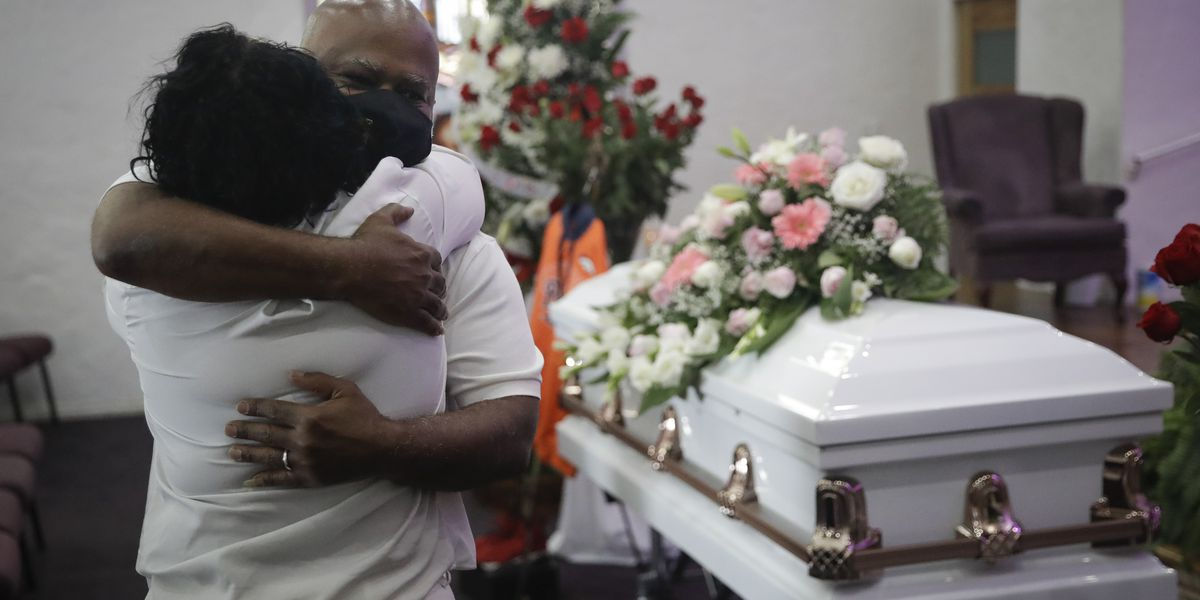 California funeral homes run out of space as COVID-19 rages
