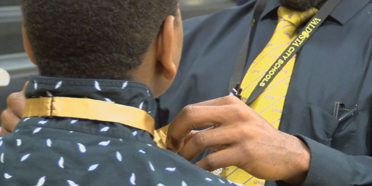 Valdosta community teaches students to dress for success