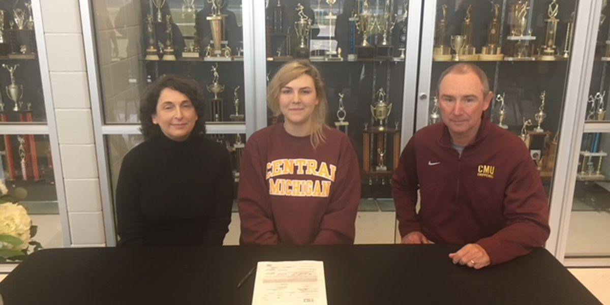Student signs division 1 golf scholarship