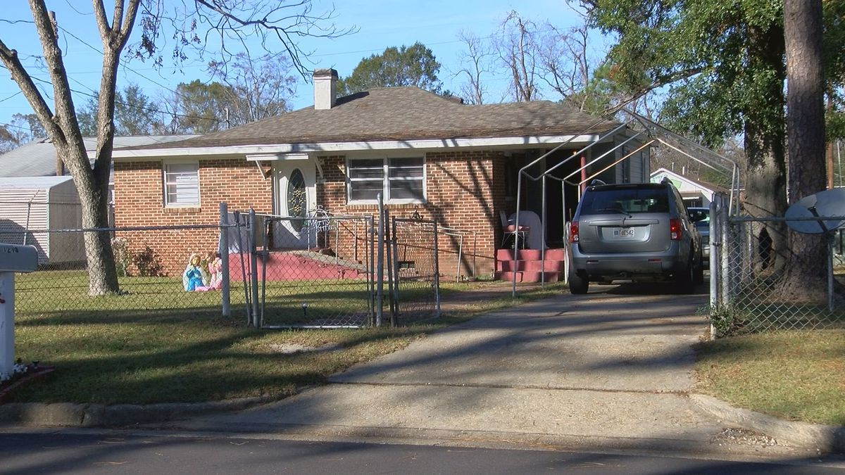 APD investigating after 3 cars are broken into in one neighborhood