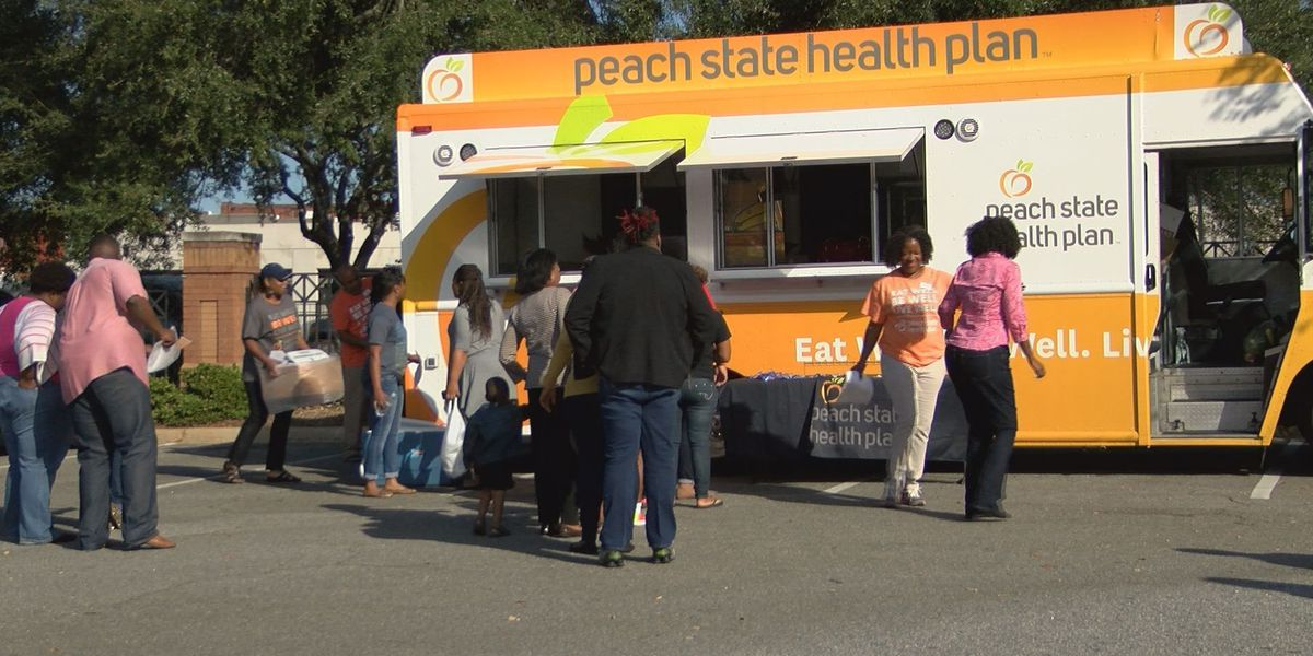 Mobile market stops in Albany