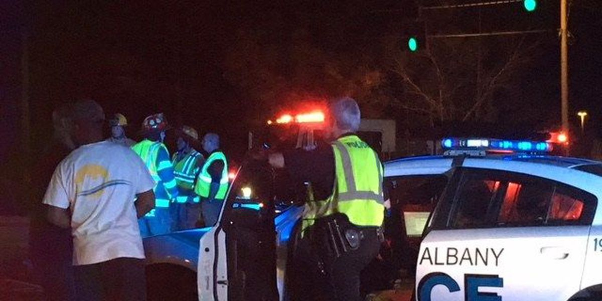 2 hospitalized after Albany wreck at Nottingham and Westover