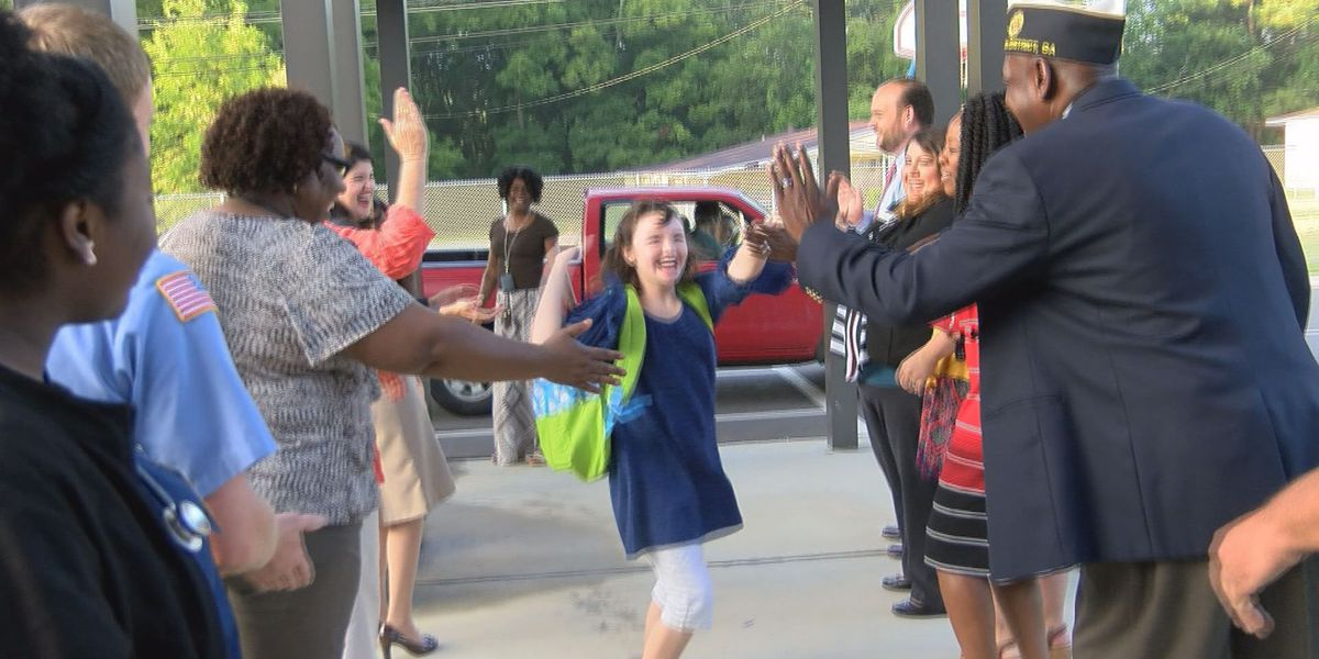 Community members welcome back Tift Co. students