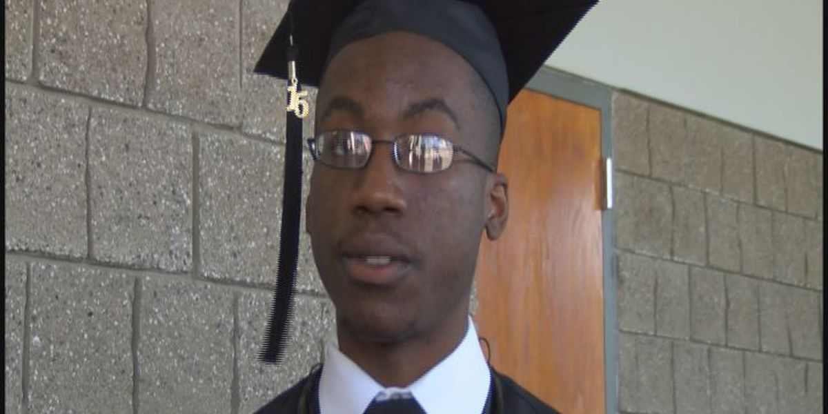 Hundreds graduate from Albany Tech