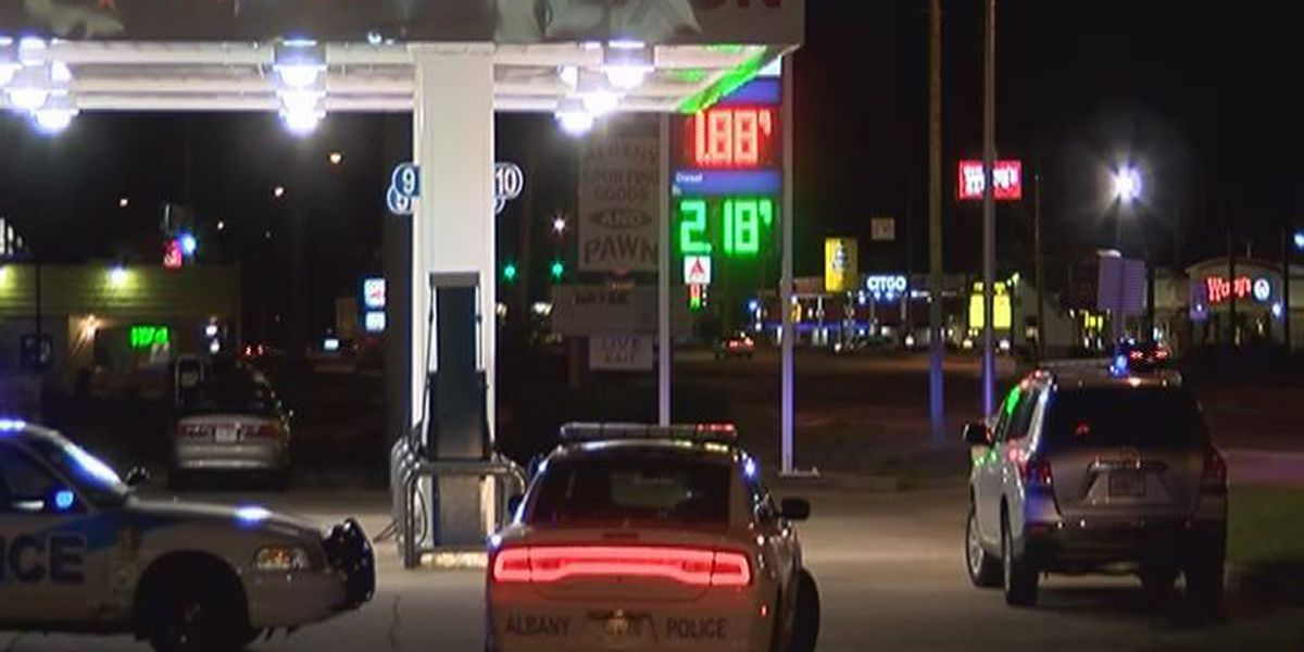 East Albany convenience store robbed at gunpoint