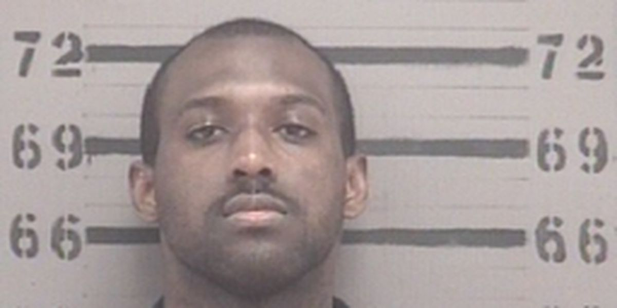 APD looking for man wanted on multiple charges