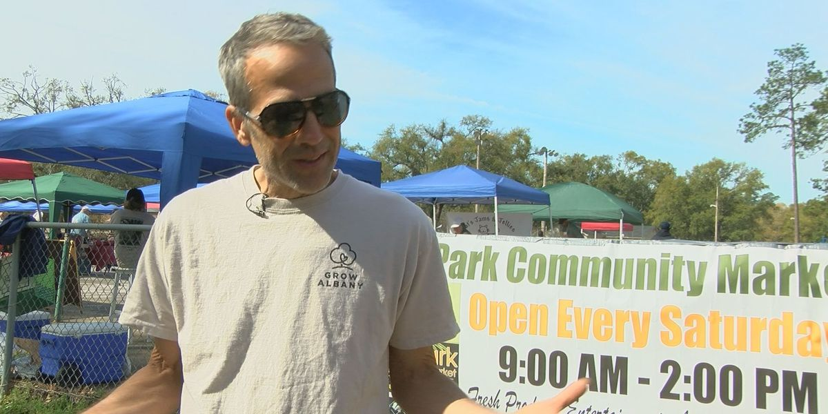 Walking club takes in sights of Tift Park