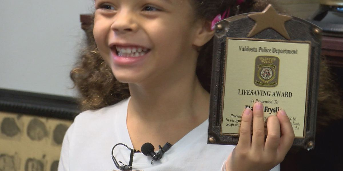 4 year old saves father's life, gets award