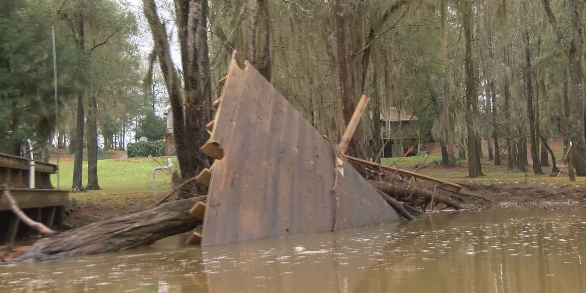 Workers prepare for large trash amounts after flooding