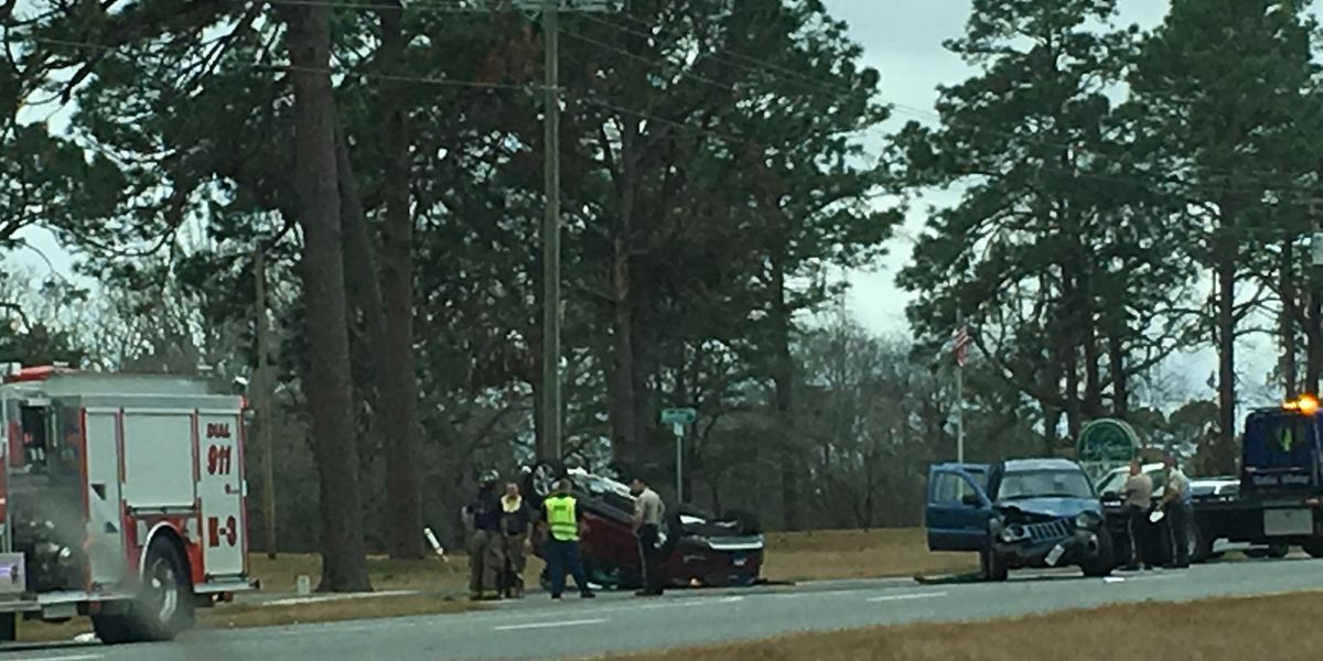 Multiple injuries reported in Lee Co. wreck