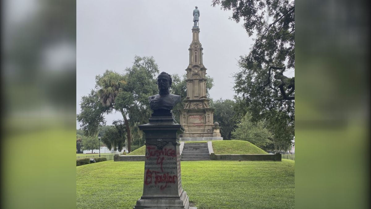Confederate monument in Forsyth Park vandalized