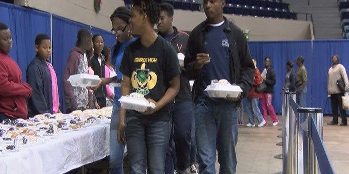 Many celebrated Thanksgiving early with Albany police