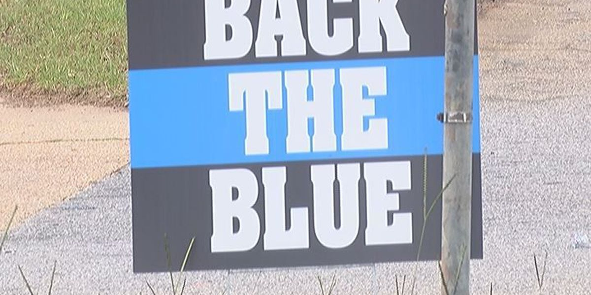 More businesses display law enforcement support signs