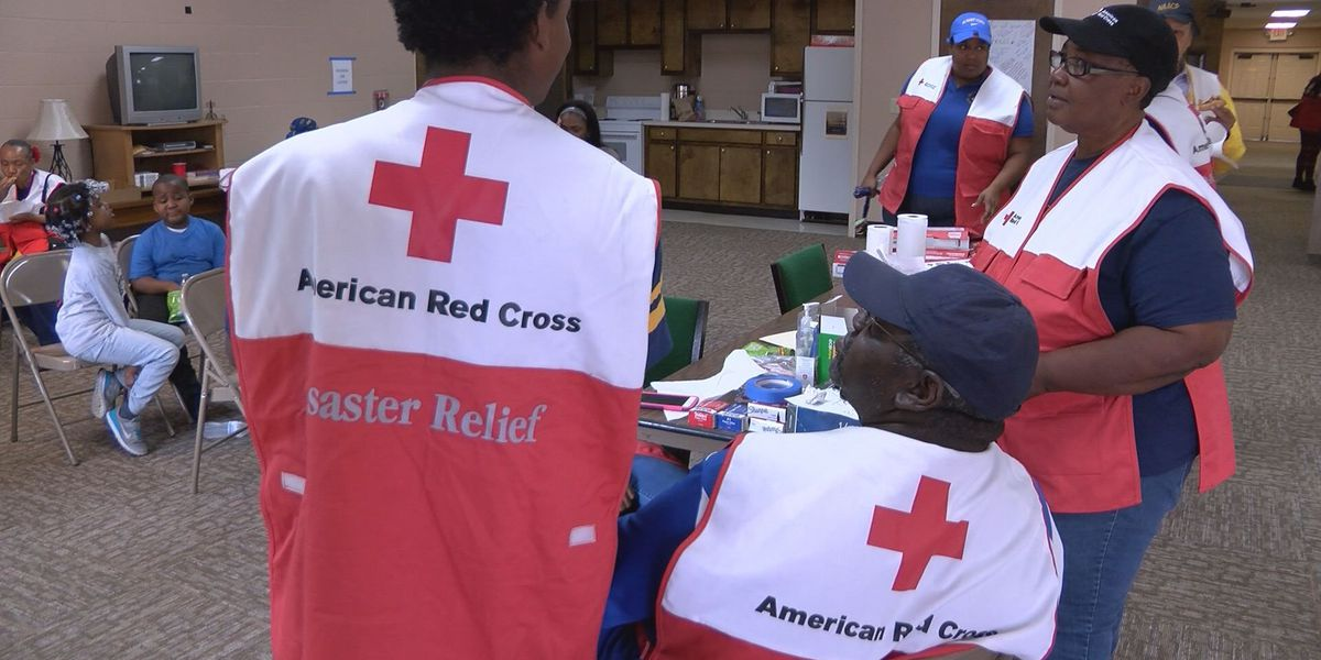 Youth groups volunteer with Red Cross