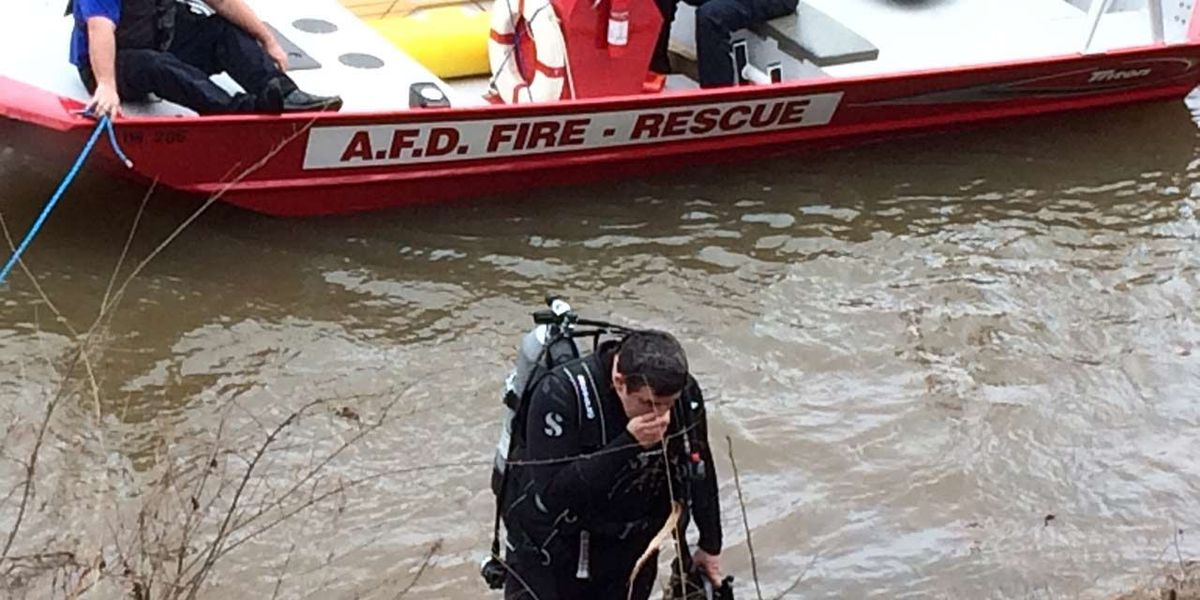 Dive team searches Flint River with GBI in Albany