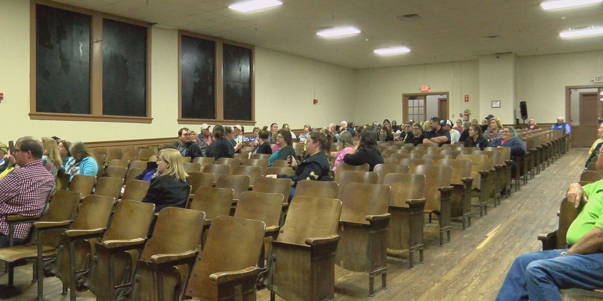 Parents discuss Worth Co. High principal