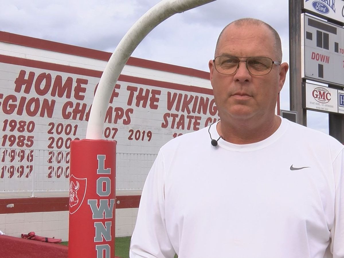Lowndes football coach announces retirement