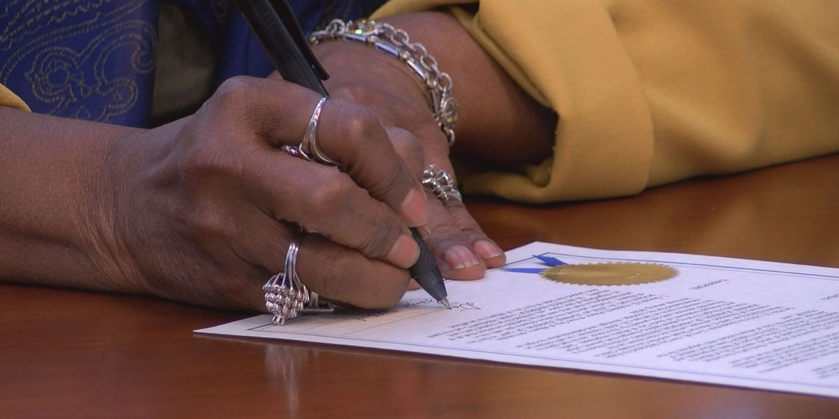 Albany signs proclamation for Reverend Johnnie Johnson Jr. Day