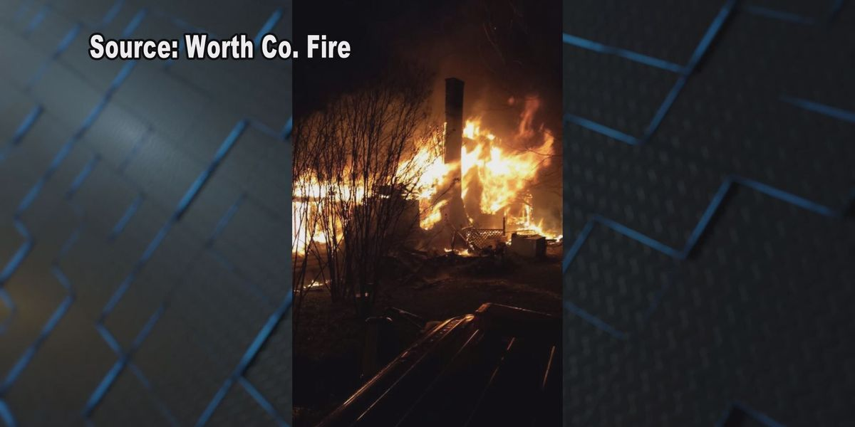 Family rescued, firefighter injured in Sumner house fire