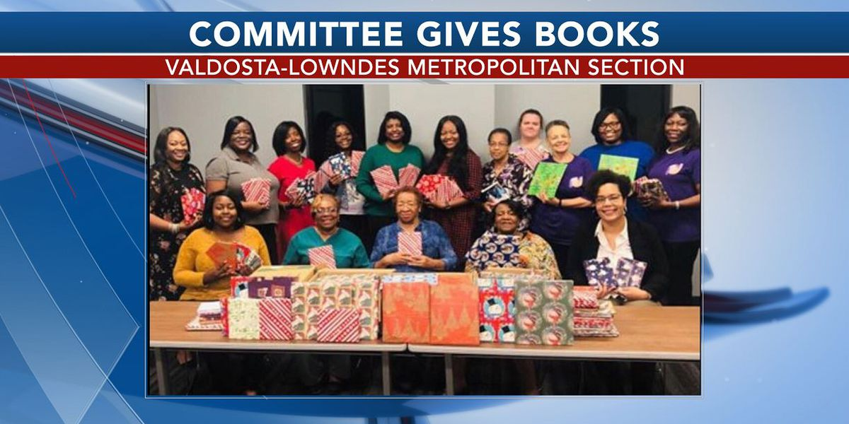 Valdosta students receive the gift of reading