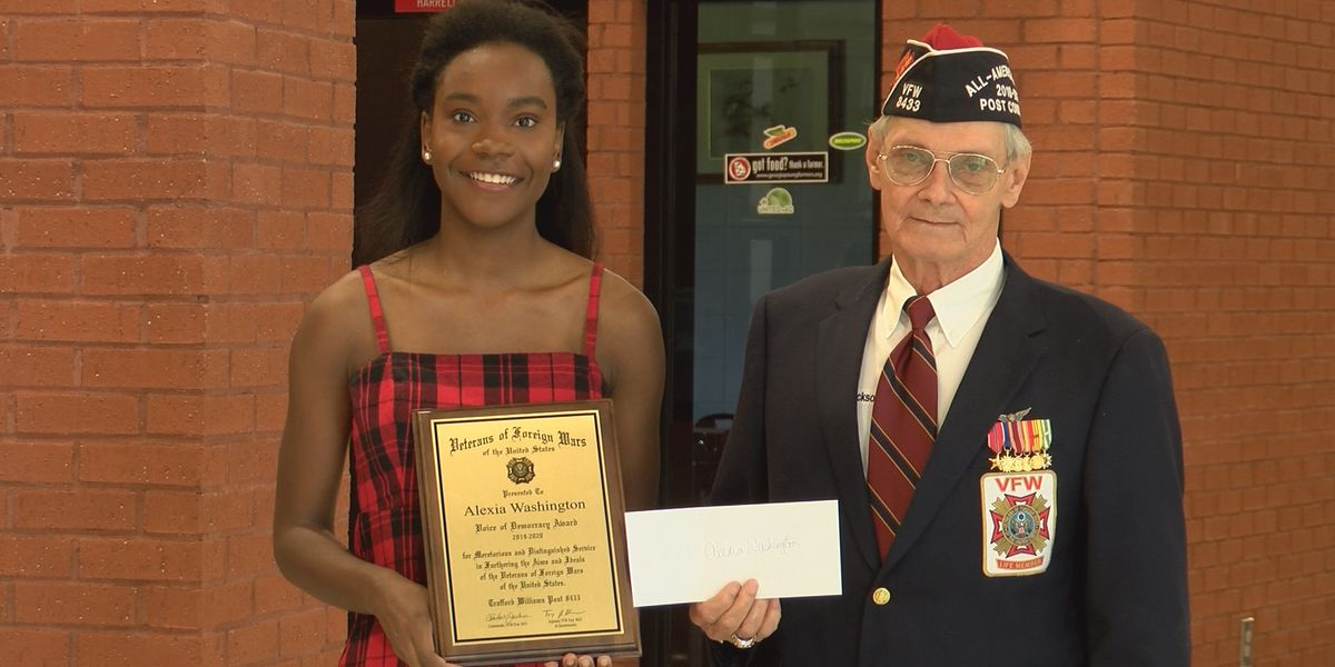 Cairo High School student presented with scholarship