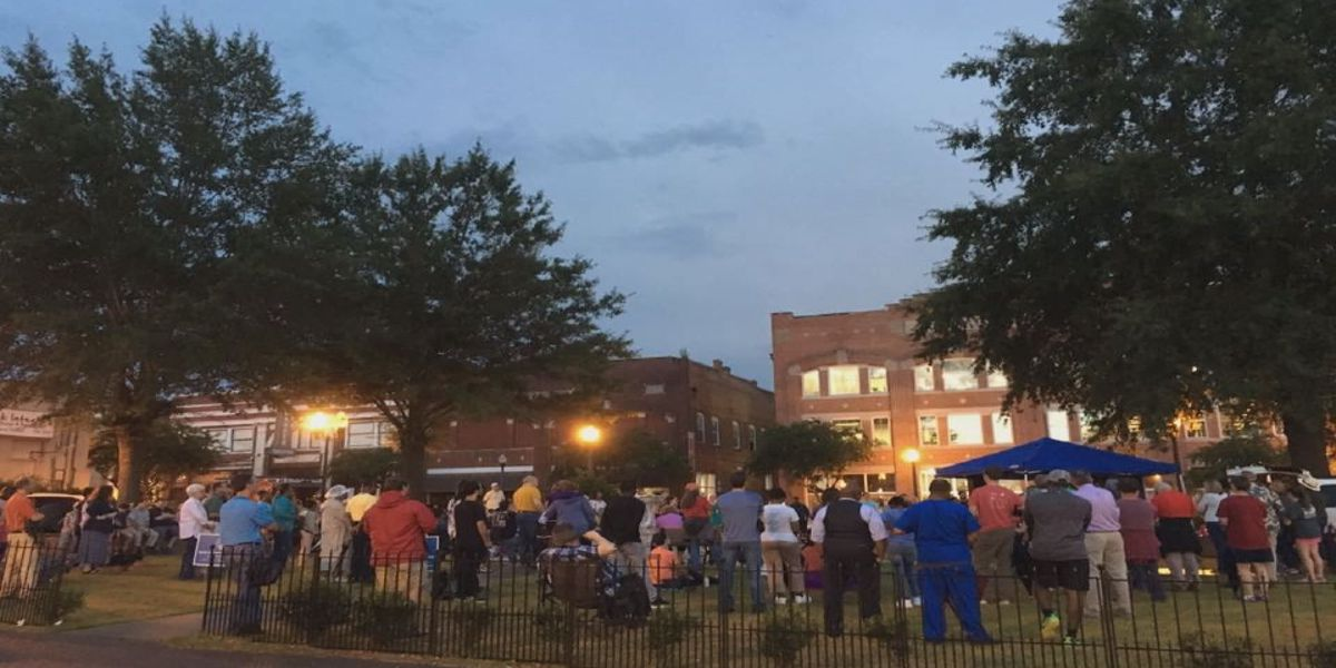 Sumter Co. holds candlelight vigil for Charlottesville victims