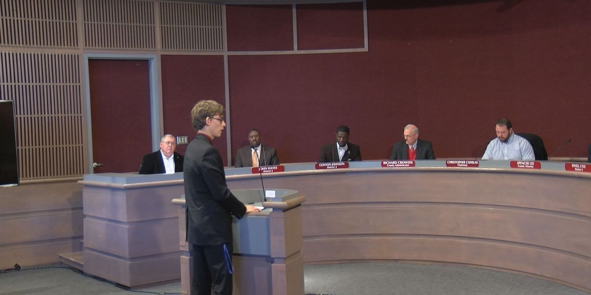 DCSS teacher asks commission to move meeting time