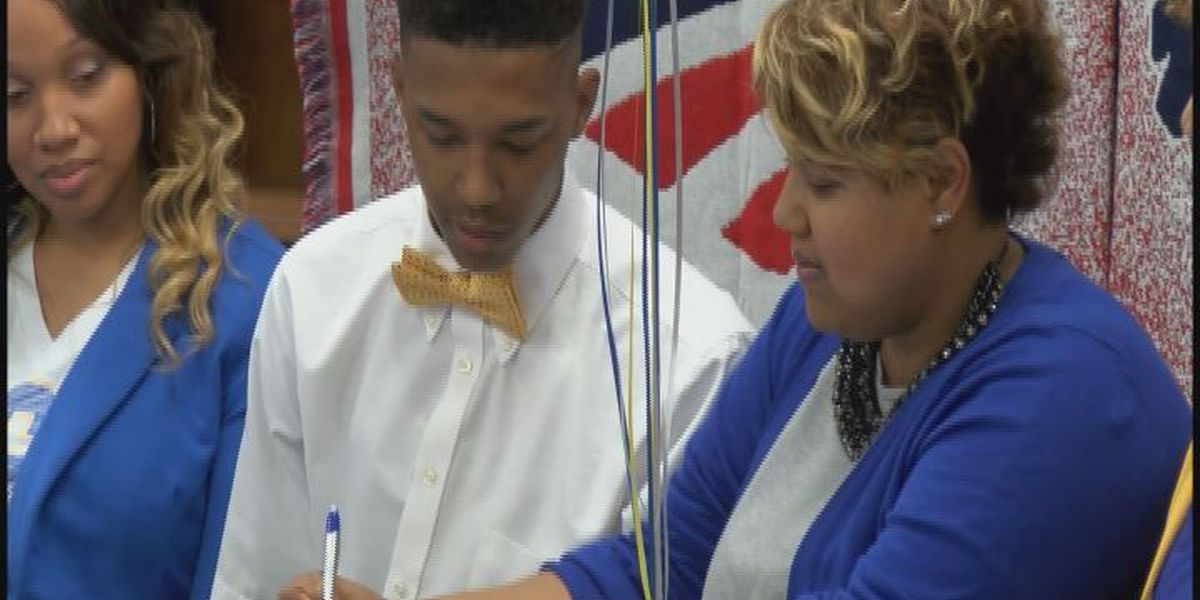 Westover's Floyd signs with Albany St.