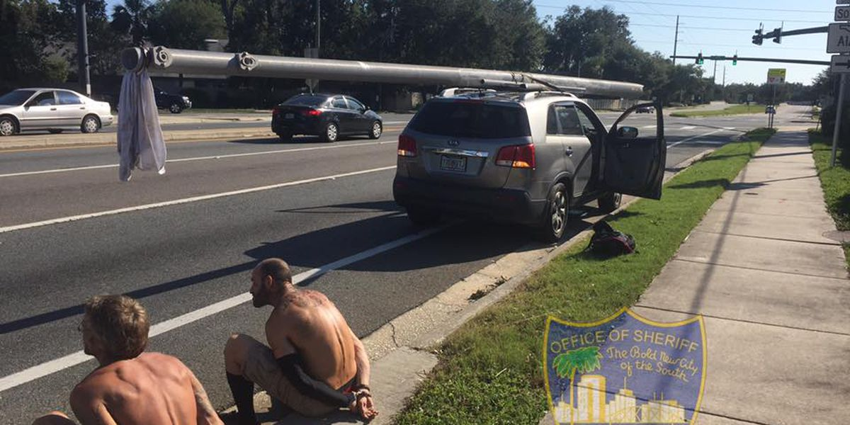 2 men caught trying to steal utility pole in Florida