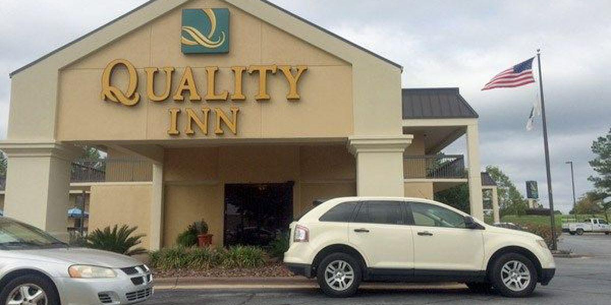 Motel robbery suspect surrenders