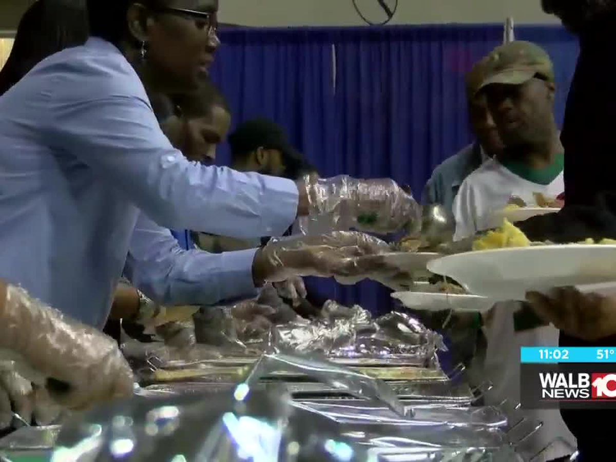 Albany Police feed over 300 at Thanksgiving dinner