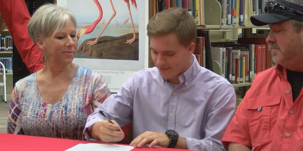 Redd becomes 2nd Trojan to earn scholarship in 15 years