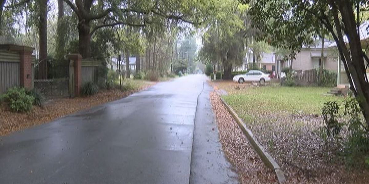 Man snatches package from Valdosta Mail truck